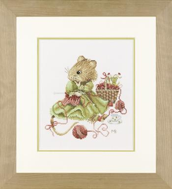 Vera the Mouse - Knitting.