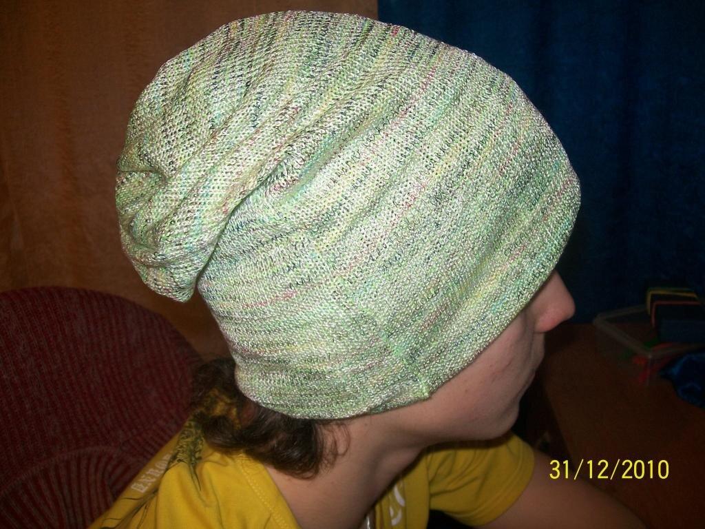 молодежная шапочка из остатков трикотажа.  Показать следующее изображение.