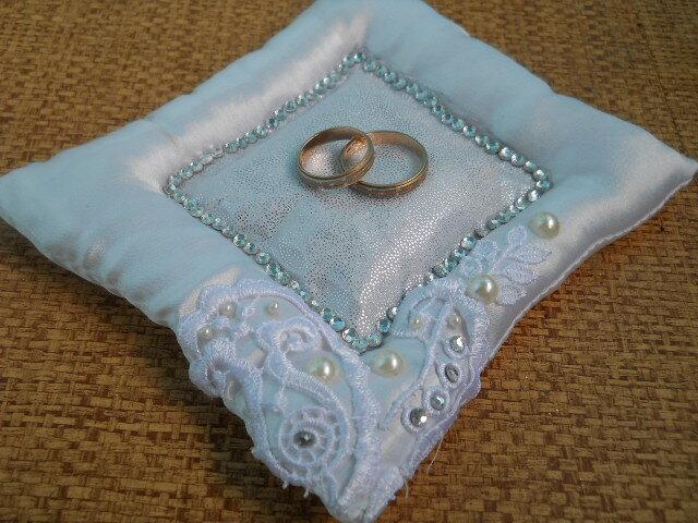 Подушечку под свои обручальные кольца невестка сделала сама