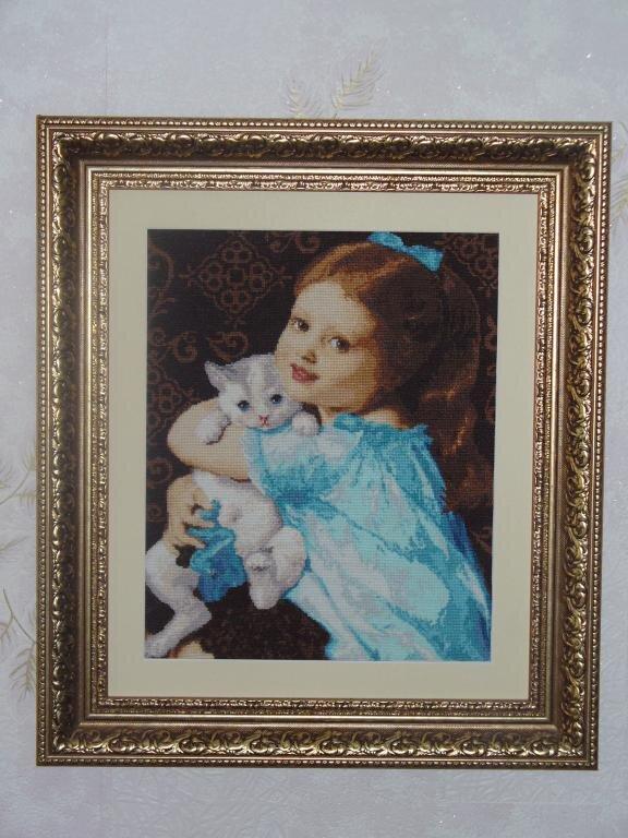 Девочка с котёнком золотое Руно. Показать следующую фотографию.
